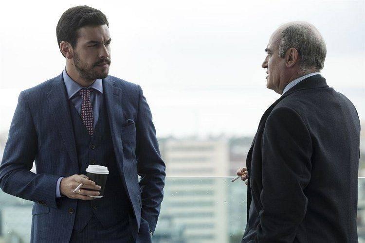 Mario Casas y Francesc Orella en una escena de Contratiempo