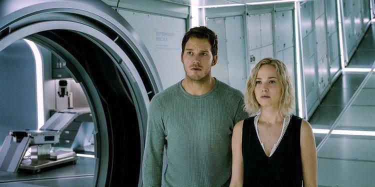 Chris Pratt y Jennifer Lawrence con cara de preocupados...
