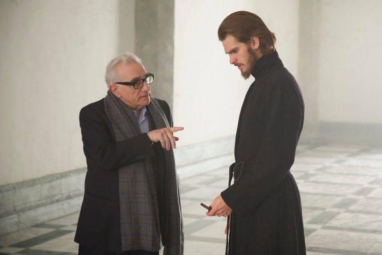 Martin Scorsese hablando con Andrew Garfield durante el rodaje