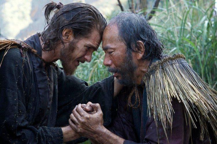 Andrew Garfield y Shinya Tsukamoto en una escena de 'Silencio'