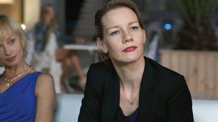Sandra Hüller es Inés, una alta ejecutiva