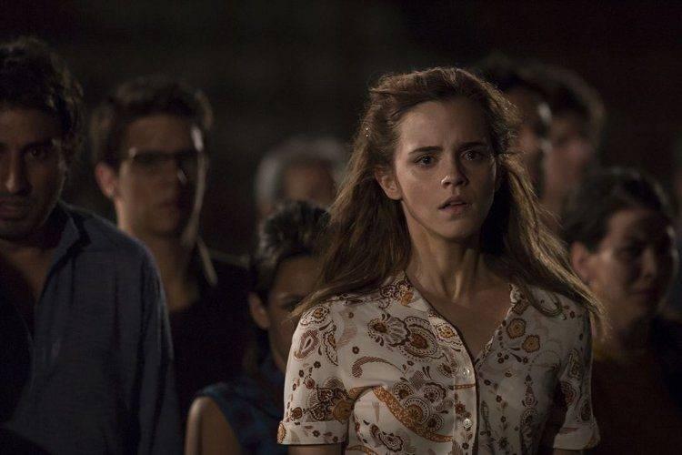 Emma Watson en un papel en el que parece no encajar