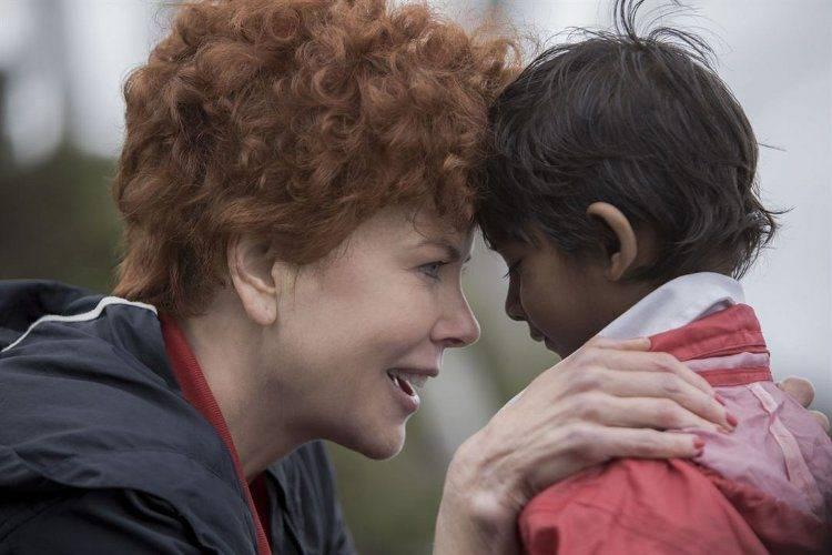 Sunny Pawar y Nicole Kidman en Lion