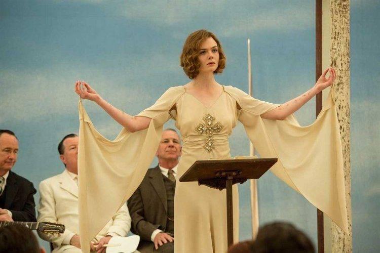 Elle Fanning es una predicadora de gran fama