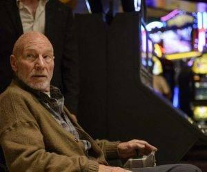 Sir Patrick Stewart en un fotograma de la película Logan