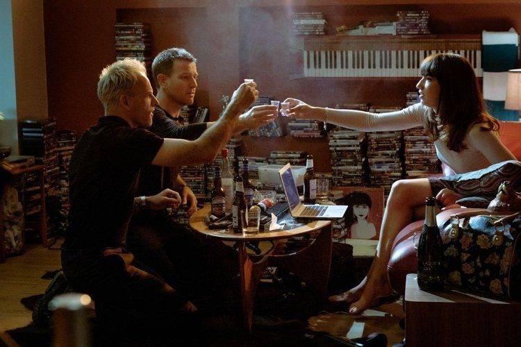 Anjela Nedyalkova, Ewan McGregor y Jonny Lee Miller en una escena de la película