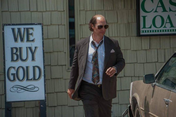 Matthew McConaughey caracterizado como Kenny Wells