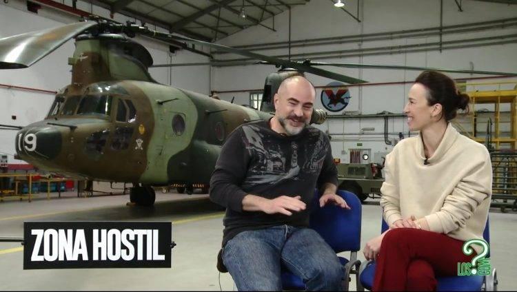 Adolfo Martínez y Ariadna Gil hablando animadamente sobre Zona hostil