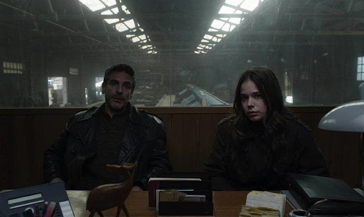 Leonardo Sbaraglia y Laia Costa en una escena de la película