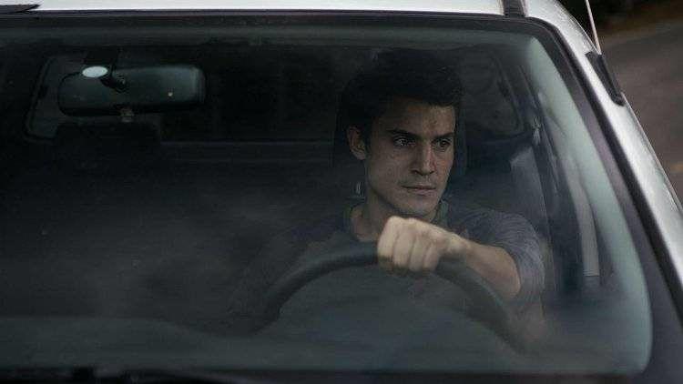 Álex González es Álex, el ingeniero encargado de vistar a Helena en la nave