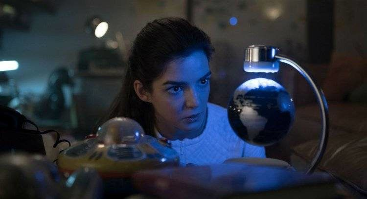 Clara Lago es Helena, la tripulante de la nave