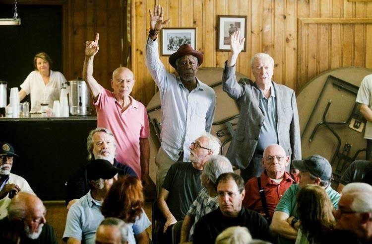 Alan Arkin, Michael Caine y Morgan Freeman se presentan voluntarios como coartada para su plan