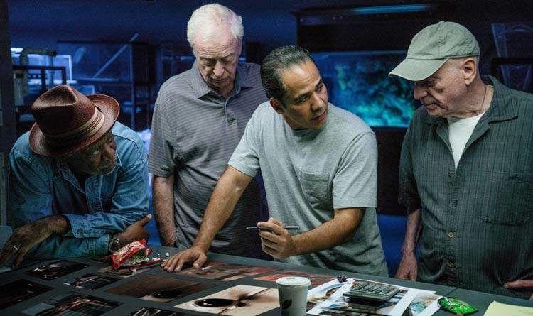 Alan Arkin, John Ortiz, Michael Caine y Morgan Freeman planean el atraco