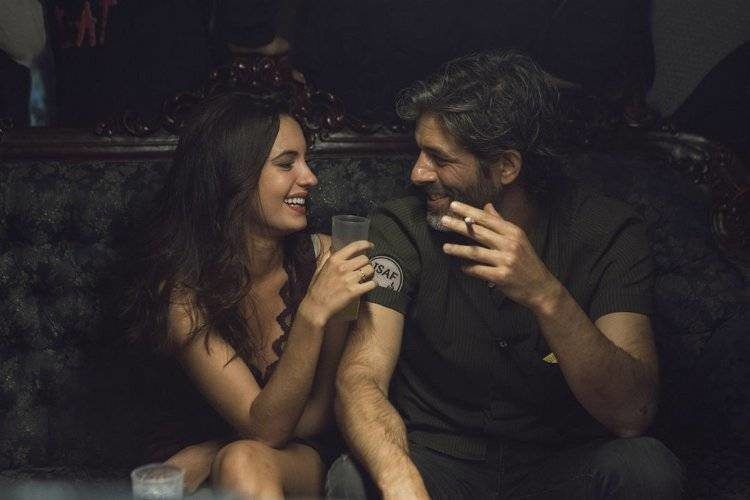 Ivana Baquero y Juan Pablo Shuk en una escena de la cinta