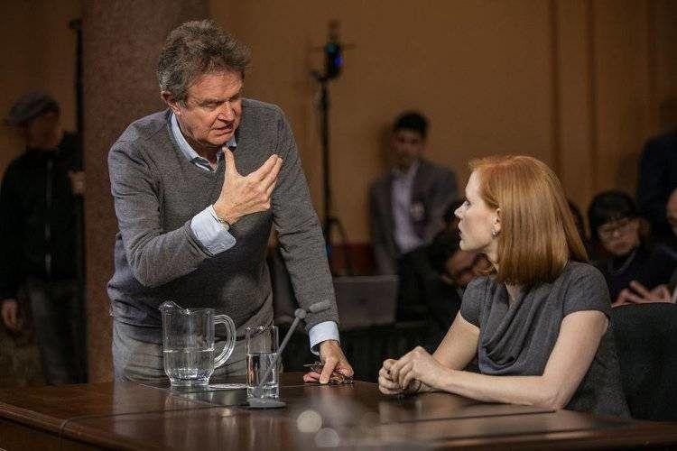 Jessica Chastain y el director John Madden durante el rodaje de una escena