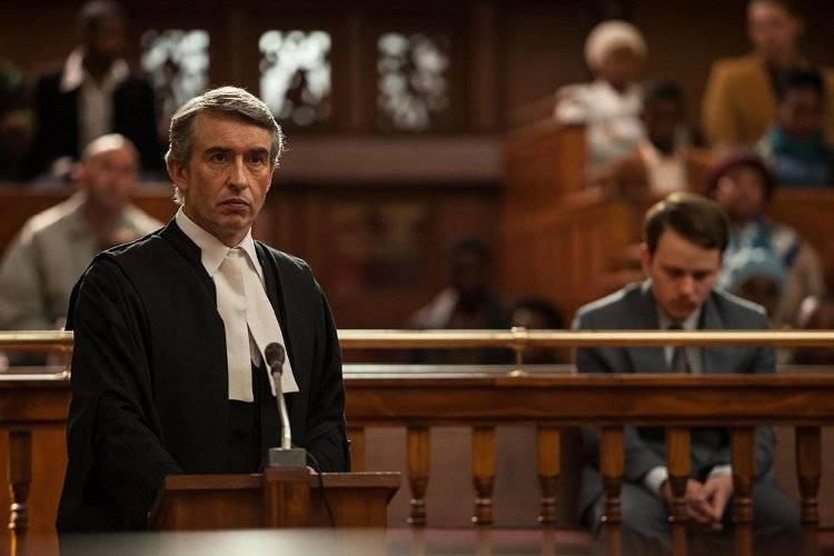Garion Dowds y Steve Coogan durante el juicio