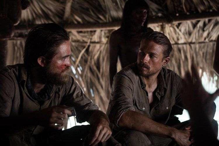 Charlie Hunnam y Robert Pattinson en una de esas expediciones