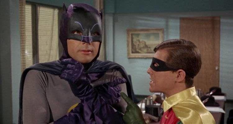 Adam West en una escena de la mítica serie de Batman