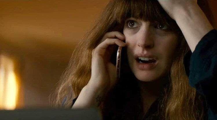 Anne Hathaway es la protagonista de Colossal