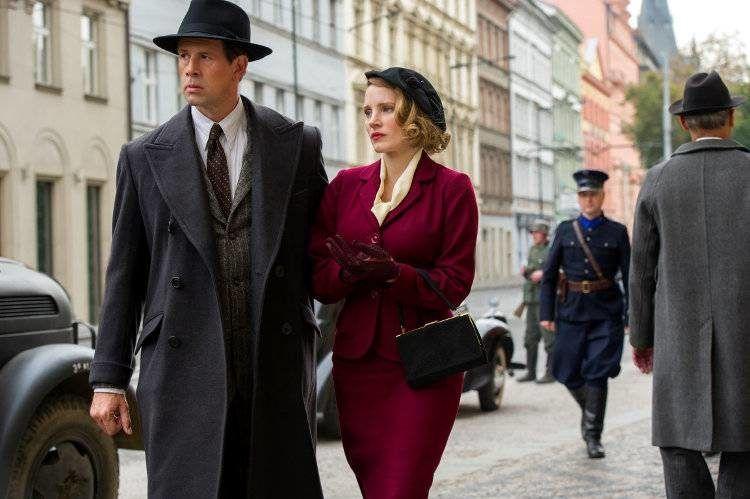 Jan Zabinski (Johan Heldenbergh) y su mujer Antonina (Jessica Chastain)