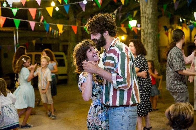David Verdaguer y Bruna Cusí bailando en las fiestas del pueblo