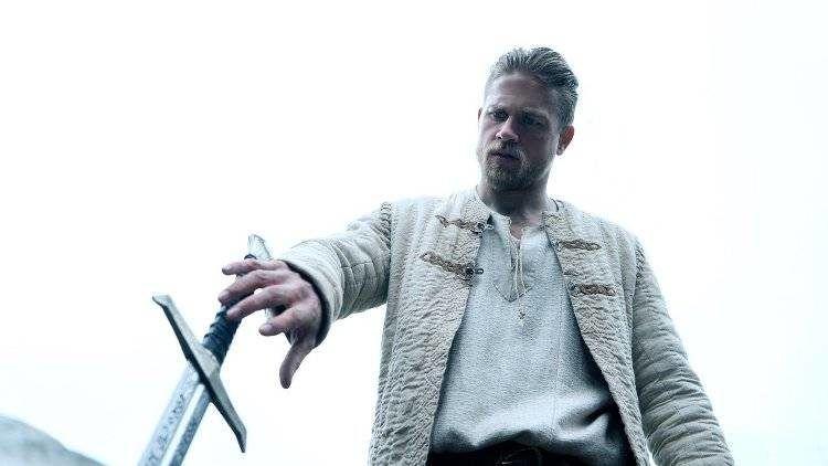 Charlie Hunnam tendrá que empuñar a Excalibur