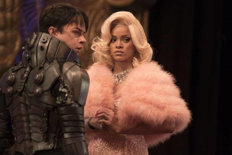 Dane DeHaan y Rihanna en una escena de la película dirigida por Luc Besson