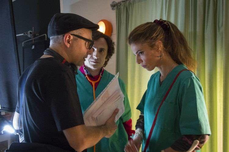 """José Mota, Maribel Verdú y Pablo Berger en el rodaje de """"Abracadabra"""""""