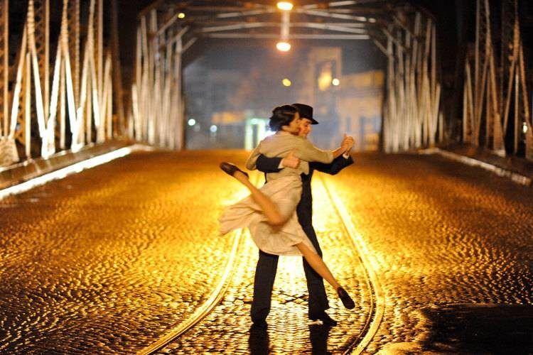 """Una pareja bailando en """"Un tango más"""""""