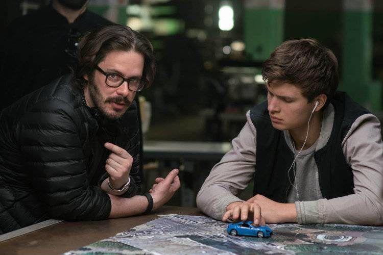"""Ansel Elgort y el director Edgar Wright durante el rodaje de """"Baby Driver"""""""