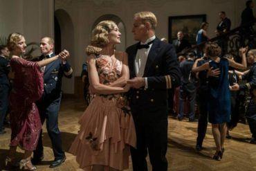"""Jason Clarke y Rosamund Pike en """"El hombre del corazón de hierro"""""""