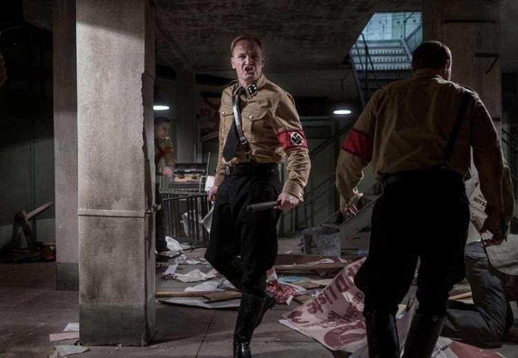 Jason Clarke interpreta a Obergruppenführer Reinhard Heydrich, jefe de las SS.