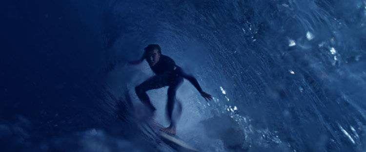 Kool Shen haciendo surf