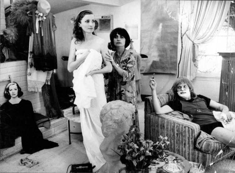 """Viva y la directora Agnés Varda en el rodaje de la película """"Lions Love"""" (1969)."""