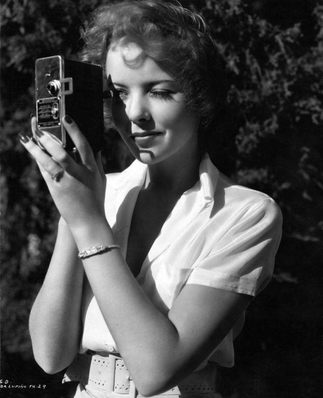 Fotografía de la cineasta Ida Lupino.