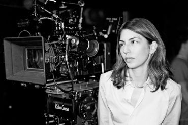 Sofia Coppola junto a una cámara de cine