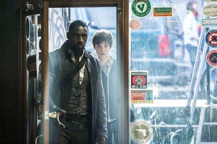 """Idris Elba y Tom Taylor en la película """"La torre oscura"""""""