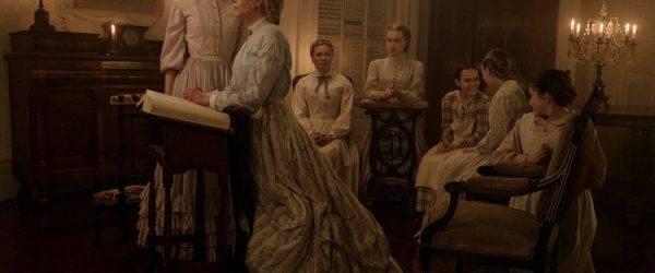 """Addison Riecke, Angourie Rice, Elle Fanning, Emma Howard y Kirsten Dunst en una imagen de la película """"La seducción""""."""