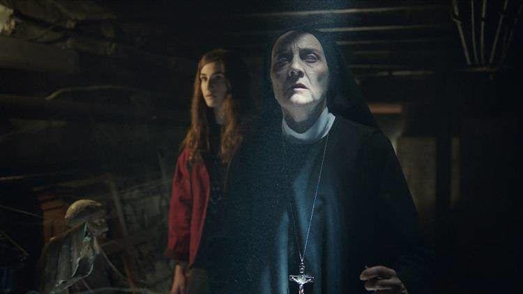 """Consuelo Trujillo y Sandra Escacena en la película de terror """"Verónica"""""""