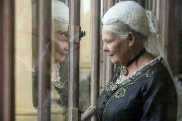 Judi Dench se coloca la corona en 'La reina Victoria y Abdul'