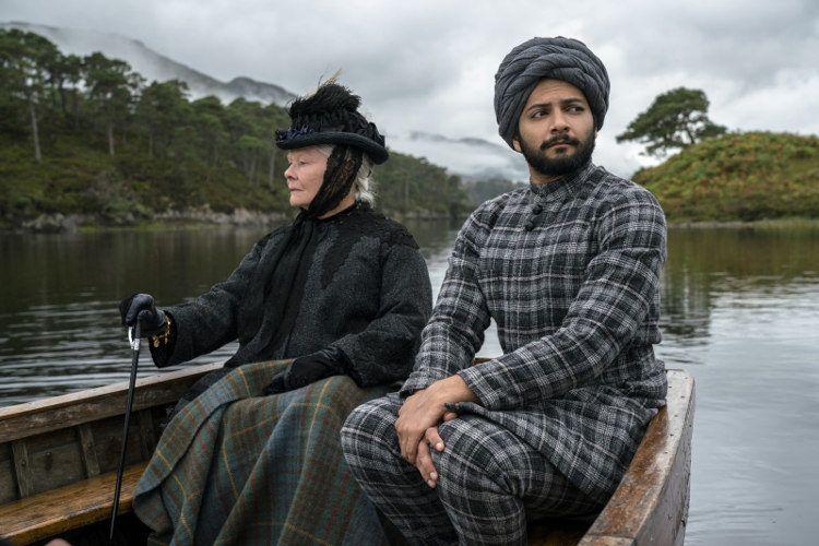 """Ali Fazal y Judi Dench en """"La reina Victoria y Abdul"""""""