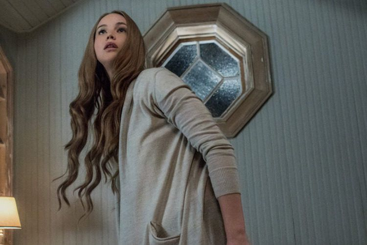 Jennifer Lawrence en la inmensa mansión