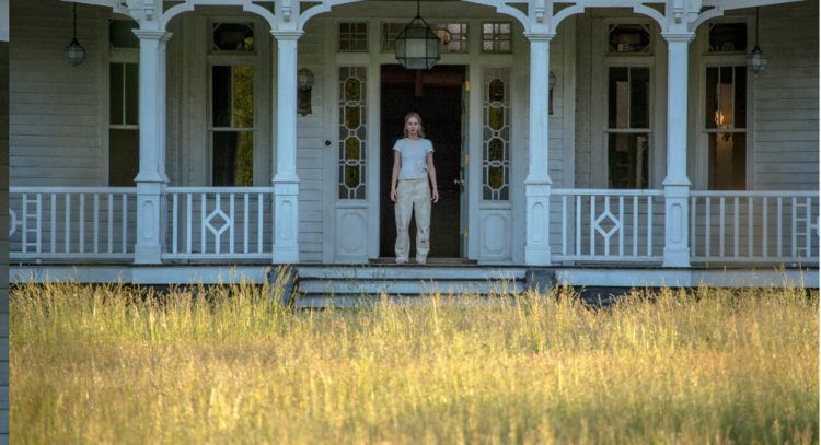 Jennifer Lawrence a las puertas de su hogar