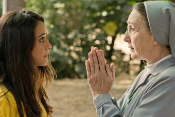 """Macarena García y Gracia Olayo rezando en """"La llamada"""""""