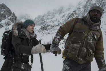Idris Elba y Kate Winslet pasando mucho frío