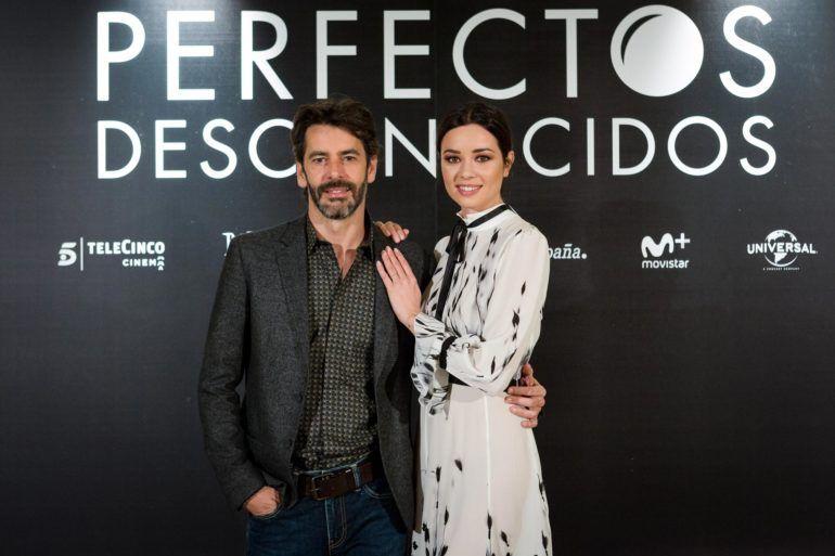 Eduardo Noriega y Dafne Fernández posando en el photocall de Perfectos Desconocidos