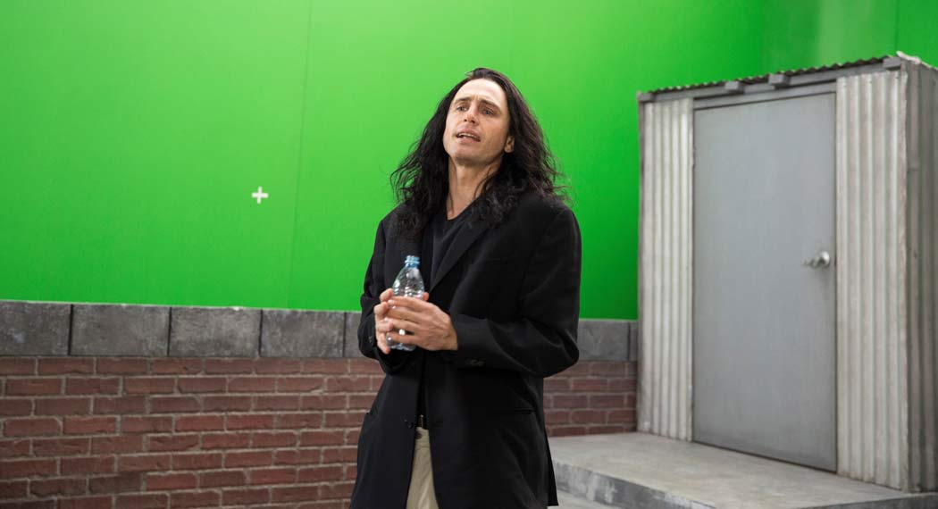 "James Franco interpretando al director de la película ""The Room"", Tommy."