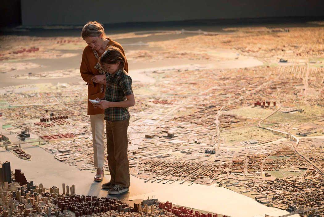 """Oakes Fegley y Julianne Moore en """"Wonderstruck. El museo de las maravillas"""""""