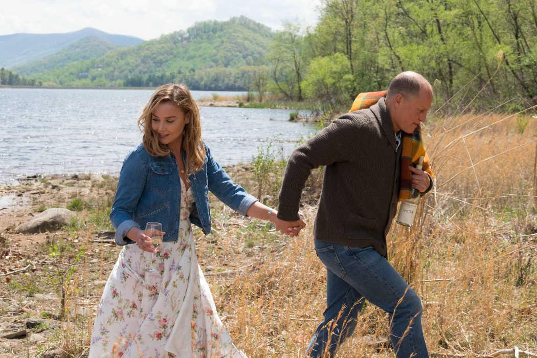 Abbie Cornish y Woody Harrelson en la película