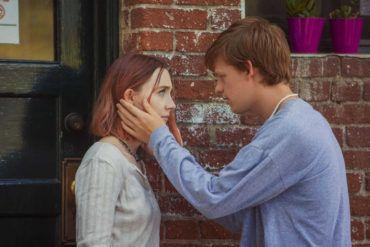 "Lucas Hedges y Saoirse Ronan en ""Lady Bird"""